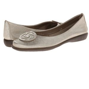 THE FLEXX Bon Bon Plush Leather Medallion Flat 37